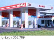 Купить «Автозаправка «Лукойл»», фото № 365789, снято 18 июля 2008 г. (c) Алла Матвейчик / Фотобанк Лори