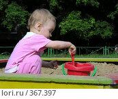 Купить «Девочка в песочнице», фото № 367397, снято 28 июня 2006 г. (c) Losevsky Pavel / Фотобанк Лори