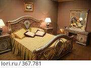 Купить «Роскошная спальня», фото № 367781, снято 23 марта 2019 г. (c) Losevsky Pavel / Фотобанк Лори