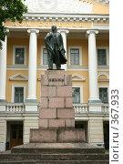 Купить «Памятник Ленину перед домом советов. Псков.», эксклюзивное фото № 367933, снято 15 июля 2008 г. (c) Оксана Гильман / Фотобанк Лори