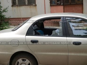 Автомобиль шевроле ланос с разбитым стеклом