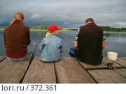 Купить «Рыбаки на причале», фото № 372361, снято 20 июля 2008 г. (c) Анна Лукина / Фотобанк Лори