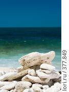 Купить «Камни, сложенные пирамидкой на пляже», фото № 377849, снято 26 июля 2008 г. (c) Сергей Старуш / Фотобанк Лори