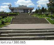 Лестница у театра (2006 год). Редакционное фото, фотограф Панов Андрей / Фотобанк Лори