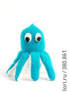 Вязаная игрушка осьминог. Стоковое фото, фотограф Олег Пивоваров / Фотобанк Лори