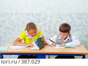 Купить «Начальная школа. Дети на уроке», фото № 387029, снято 19 августа 2007 г. (c) Doc... / Фотобанк Лори