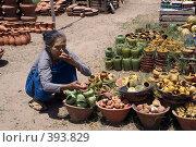 Купить «Старая женщина с глиняной свистулькой», фото № 393829, снято 26 июня 2008 г. (c) Валерий Шанин / Фотобанк Лори