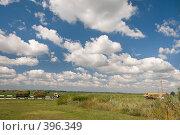 Купить «Летний пейзаж. Кубанские просторы под голубыми небесами и красивыми облаками», фото № 396349, снято 7 августа 2008 г. (c) Федор Королевский / Фотобанк Лори