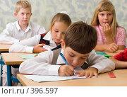 Купить «Ученики на уроке в школе», фото № 396597, снято 19 августа 2007 г. (c) Татьяна Белова / Фотобанк Лори