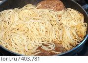 Купить «Макароны с котлетой на сковороде», фото № 403781, снято 8 августа 2008 г. (c) Ivan Korolev / Фотобанк Лори