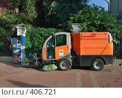 Купить «Уборочная машина с щетками на Старом Арбате, Москва», фото № 406721, снято 13 августа 2008 г. (c) Fro / Фотобанк Лори
