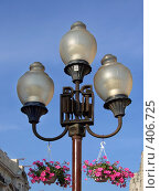 Купить «Фонари уличного освещения с цветами, Старый Арбат, Москва», фото № 406725, снято 13 августа 2008 г. (c) Fro / Фотобанк Лори