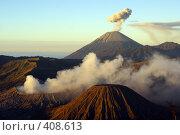 Купить «Вулканы Бромо и Сумеру на острове Ява, Индонезия», фото № 408613, снято 3 июня 2008 г. (c) Валерий Шанин / Фотобанк Лори