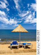 Купить «Лежаки и зонт на пляже», фото № 409097, снято 20 мая 2007 г. (c) Максим Горпенюк / Фотобанк Лори