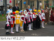 Купить «Первоклашки в красивых костюмах первого сентября», фото № 412217, снято 1 сентября 2007 г. (c) Михаил Мозжухин / Фотобанк Лори