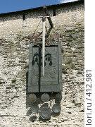 Купить «Герб города на территории Кремля. Псков.», эксклюзивное фото № 412981, снято 15 июля 2008 г. (c) Оксана Гильман / Фотобанк Лори
