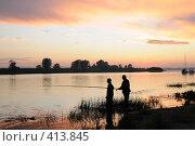 Купить «Рыбаки на берегу волжской протоки», фото № 413845, снято 12 июля 2008 г. (c) Сергей Сынтин / Фотобанк Лори