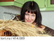 Купить «Портрет девушки с колосьями», фото № 414089, снято 18 августа 2008 г. (c) Goruppa / Фотобанк Лори