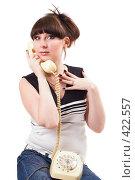 Купить «Девушка с телефоном», фото № 422557, снято 1 июля 2008 г. (c) Сергей Сухоруков / Фотобанк Лори