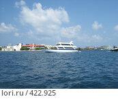 Купить «Яхта в лагуне», фото № 422925, снято 20 марта 2007 г. (c) Людмила Жесут / Фотобанк Лори