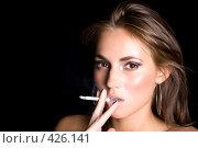 Купить «Девушка с сигаретой», фото № 426141, снято 26 июня 2008 г. (c) Сергей Сухоруков / Фотобанк Лори