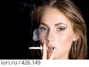 Купить «Девушка с сигаретой», фото № 426149, снято 26 июня 2008 г. (c) Сергей Сухоруков / Фотобанк Лори