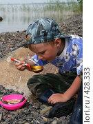Купить «Карелия. Кузаранда. Мальчик ест уху на острове деревянной ложкой», фото № 428333, снято 19 июля 2008 г. (c) Сергей Костин / Фотобанк Лори