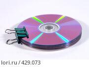 Купить «Компакт-диски скрепленные зажимом для бумаг (биндером)», фото № 429073, снято 17 апреля 2008 г. (c) Кирилл Курашов / Фотобанк Лори