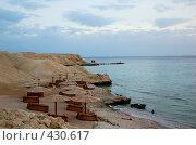 Пустующий пляж на берегу моря (2007 год). Стоковое фото, фотограф Ирина Доронина / Фотобанк Лори
