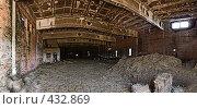 Купить «Заброшенный сеновал», фото № 432869, снято 18 февраля 2019 г. (c) Забалуев Игорь Анатолич / Фотобанк Лори