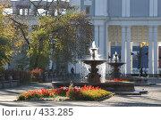 Иркутск. Фонтаны перед театром, эксклюзивное фото № 433285, снято 1 октября 2005 г. (c) Ирина Терентьева / Фотобанк Лори