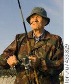 Купить «Портрет рыбака», фото № 433829, снято 23 августа 2008 г. (c) УНА / Фотобанк Лори