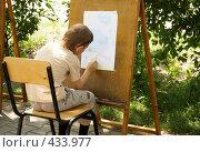 Купить «Рисующий мальчик», фото № 433977, снято 13 июля 2008 г. (c) Насыров Руслан / Фотобанк Лори