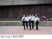 Купить «Почетный караул», фото № 433997, снято 15 июля 2020 г. (c) Сергей Лысенков / Фотобанк Лори