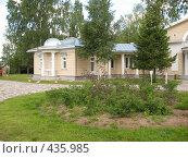 Купить «Крыло загородного дома», фото № 435985, снято 5 августа 2008 г. (c) Морковкин Терентий / Фотобанк Лори