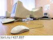 Купить «Компьютерный класс», эксклюзивное фото № 437897, снято 21 августа 2008 г. (c) Дмитрий Неумоин / Фотобанк Лори