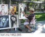 Купить «Художники на улицах Ялты», фото № 442085, снято 12 августа 2008 г. (c) Алешина Екатерина / Фотобанк Лори