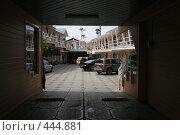 Купить «Улица в Энсинадо, Мексика», фото № 444881, снято 30 марта 2008 г. (c) Блинова Ольга / Фотобанк Лори