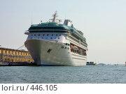 Купить «Круизный корабль у берегов Венеции», фото № 446105, снято 18 июня 2019 г. (c) ElenArt / Фотобанк Лори