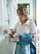 Купить «За билетом», фото № 447721, снято 23 августа 2008 г. (c) Петроченко Мария Петровна / Фотобанк Лори