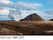 Купить «Пар, вырывающийся из гейзера, на фоне вулкана, находящегося на севере Исландии», фото № 449257, снято 23 августа 2008 г. (c) Комаров Константин / Фотобанк Лори