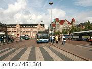 Купить «Автобусы у здания железнодорожного вокзала в Хельсинки», фото № 451361, снято 5 сентября 2008 г. (c) Алла Матвейчик / Фотобанк Лори