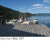 Купить «Причал, катера. горы на заднем плане», фото № 462197, снято 6 июля 2008 г. (c) Anna Marklund / Фотобанк Лори