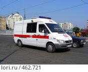 """Машина """"Скорая помощь"""" едет по дороге, эксклюзивное фото № 462721, снято 16 августа 2008 г. (c) lana1501 / Фотобанк Лори"""