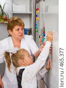 Купить «Первоклассница с первым учителем у доски», фото № 465377, снято 18 сентября 2008 г. (c) Федор Королевский / Фотобанк Лори