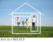 Купить «Семья на природе. Дом мечты», фото № 465813, снято 18 июня 2019 г. (c) Losevsky Pavel / Фотобанк Лори