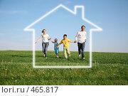 Купить «Семья на природе. Дом мечты», фото № 465817, снято 23 октября 2018 г. (c) Losevsky Pavel / Фотобанк Лори