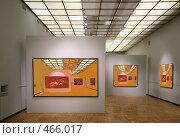 Купить «В художественной галерее», фото № 466017, снято 18 января 2020 г. (c) Losevsky Pavel / Фотобанк Лори