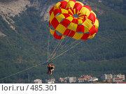 Купить «Увлекательное воздушное путешествие на парашюте», фото № 485301, снято 20 февраля 2020 г. (c) Игорь Архипов / Фотобанк Лори