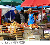 Купить «Рынок выходного дня на Уссурийской улице. Район Гольяново. Москва», эксклюзивное фото № 487029, снято 5 сентября 2008 г. (c) lana1501 / Фотобанк Лори